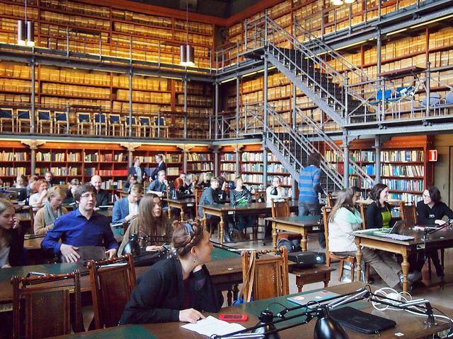 Hack4FI – Hack your heritage päätösgaala järjestettiin Kansallisarkiston vanhassa tutkijasalissa. Kuva: Avoin GLAM. CC BY-SA. https://www.flickr.com/photos/avoinglam/16979000125/