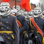 Trolliarmeija paraativarustuksessa marssimassa kohti pahantekoa.